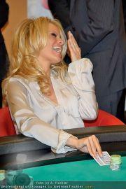 Pamela Anderson - Lugner City - Mo 05.03.2012 - 30