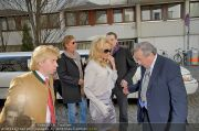 Pamela Anderson - Lugner City - Mo 05.03.2012 - 44