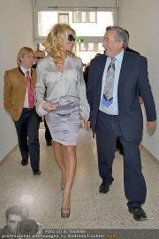 Pamela Anderson - Lugner City - Mo 05.03.2012 - 5