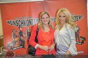 Pamela Anderson - Lugner City - Mo 05.03.2012 - 52