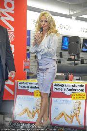 Pamela Anderson - Lugner City - Mo 05.03.2012 - 55