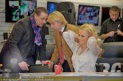 Pamela Anderson - Lugner City - Mo 05.03.2012 - 57