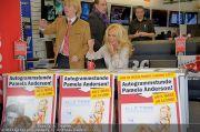 Pamela Anderson - Lugner City - Mo 05.03.2012 - 58