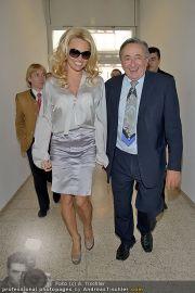 Pamela Anderson - Lugner City - Mo 05.03.2012 - 6