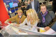 Pamela Anderson - Lugner City - Mo 05.03.2012 - 69