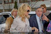 Pamela Anderson - Lugner City - Mo 05.03.2012 - 7