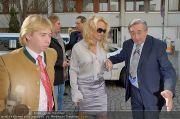 Pamela Anderson - Lugner City - Mo 05.03.2012 - 8
