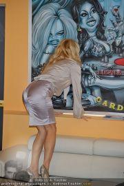 Pamela Anderson - Lugner City - Mo 05.03.2012 - 83