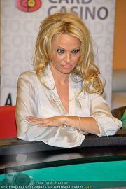 Pamela Anderson - Lugner City - Mo 05.03.2012 - 90