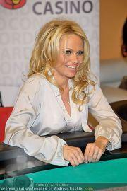 Pamela Anderson - Lugner City - Mo 05.03.2012 - 91