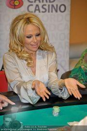 Pamela Anderson - Lugner City - Mo 05.03.2012 - 93