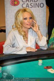 Pamela Anderson - Lugner City - Mo 05.03.2012 - 95