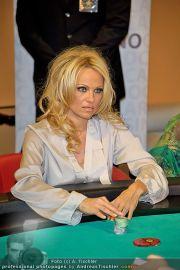 Pamela Anderson - Lugner City - Mo 05.03.2012 - 96