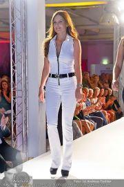 Jones Fashionshow - MGC Messe - Mo 10.09.2012 - 44
