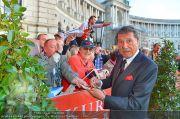 Romy Gala - Red Carpet - Hofburg - Sa 21.04.2012 - 1