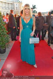 Romy Gala - Red Carpet - Hofburg - Sa 21.04.2012 - 11