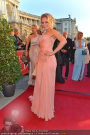 Romy Gala - Red Carpet - Hofburg - Sa 21.04.2012 - 14