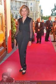 Romy Gala - Red Carpet - Hofburg - Sa 21.04.2012 - 33