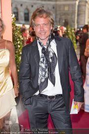 Romy Gala - Red Carpet - Hofburg - Sa 21.04.2012 - 34