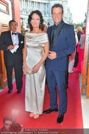 Romy Gala - Red Carpet - Hofburg - Sa 21.04.2012 - 56