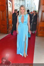 Romy Gala - Red Carpet - Hofburg - Sa 21.04.2012 - 65