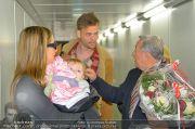 Mira Sorvino Ankunft - Flughafen - Di 05.02.2013 - 13