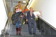Mira Sorvino Ankunft - Flughafen - Di 05.02.2013 - 14
