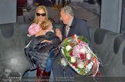 Mira Sorvino Ankunft - Flughafen - Di 05.02.2013 - 16