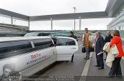 Mira Sorvino Ankunft - Flughafen - Di 05.02.2013 - 32