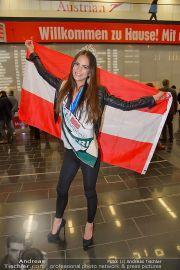 Ankunft Miss Earth - Flughafen - Fr 20.12.2013 - 2