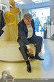Lugner Ballkleid Anprobe - Modehaus prominent - Di 18.02.2014 - Richard LUGNER im Frack13