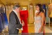 Lugner Ballkleid Anprobe - Modehaus prominent - Di 18.02.2014 - Nina Bambi BRUCKNER, Richard LUGNER22