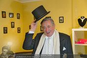 Lugner Ballkleid Anprobe - Modehaus prominent - Di 18.02.2014 - Richard LUGNER im Frack3