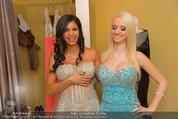 Lugner Ballkleid Anprobe - Modehaus prominent - Di 18.02.2014 - Crazy Cathy SCHMITZ, Nina Bambi BRUCKNER30