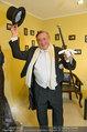 Lugner Ballkleid Anprobe - Modehaus prominent - Di 18.02.2014 - Richard LUGNER im Frack39