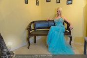 Lugner Ballkleid Anprobe - Modehaus prominent - Di 18.02.2014 - Crazy Cathy SCHMITZ41