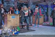 SuperFit - Rathausplatz - Mi 26.02.2014 - Sylvia GRAF beim Eisstockschie�en13