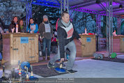SuperFit - Rathausplatz - Mi 26.02.2014 - Alex LIST beim Eisstockschie�en14