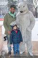 SuperFit - Rathausplatz - Mi 26.02.2014 - Fadi MERZA mit Neffe Georg und Eisb�r2