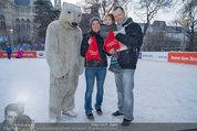 SuperFit - Rathausplatz - Mi 26.02.2014 - Andrea LIST, Sohn FELIX, Alex LIST mit Eisb�r5