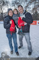 SuperFit - Rathausplatz - Mi 26.02.2014 - Andrea LIST, Sohn FELIX, Alex LIST mit Eisb�r6