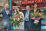 PK und Autogrammstunde - Lugner City - Do 27.02.2014 - Kim KARDASHIAN, Kris JENNER, Richard LUGNER21