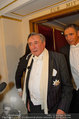 Opernball 2014 - das Fest - Staatsoper - Do 27.02.2014 - Richard LUGNER kommt mit deprimiertem Blick aus der Mittelloge125
