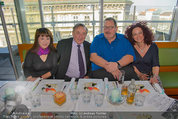 Ottfried Fischer isst Sushi - Lugner City - Fr 14.03.2014 - Ottfried FISCHER, Richard LUGNER, Jie LII, Christina LUGNER10