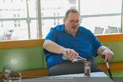 Ottfried Fischer isst Sushi - Lugner City - Fr 14.03.2014 - Ottfried FISCHER5