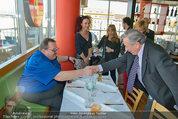 Ottfried Fischer isst Sushi - Lugner City - Fr 14.03.2014 - Ottfried FISCHER, Richard LUGNER, Jie LII, Christina LUGNER6
