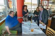 Ottfried Fischer isst Sushi - Lugner City - Fr 14.03.2014 - Ottfried FISCHER, Richard LUGNER, Jie LII, Christina LUGNER7