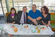 Ottfried Fischer isst Sushi - Lugner City - Fr 14.03.2014 - Ottfried FISCHER, Richard LUGNER, Jie LII, Christina LUGNER9