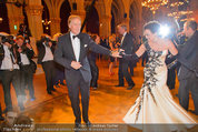 Filmball Vienna - das Fest - Rathaus - Fr 14.03.2014 - Albert FORTELL tanzt mit Barbara WUSSOW vor Fotografen117