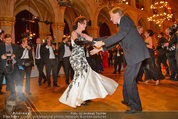 Filmball Vienna - das Fest - Rathaus - Fr 14.03.2014 - Albert FORTELL tanzt mit Barbara WUSSOW vor Fotografen118